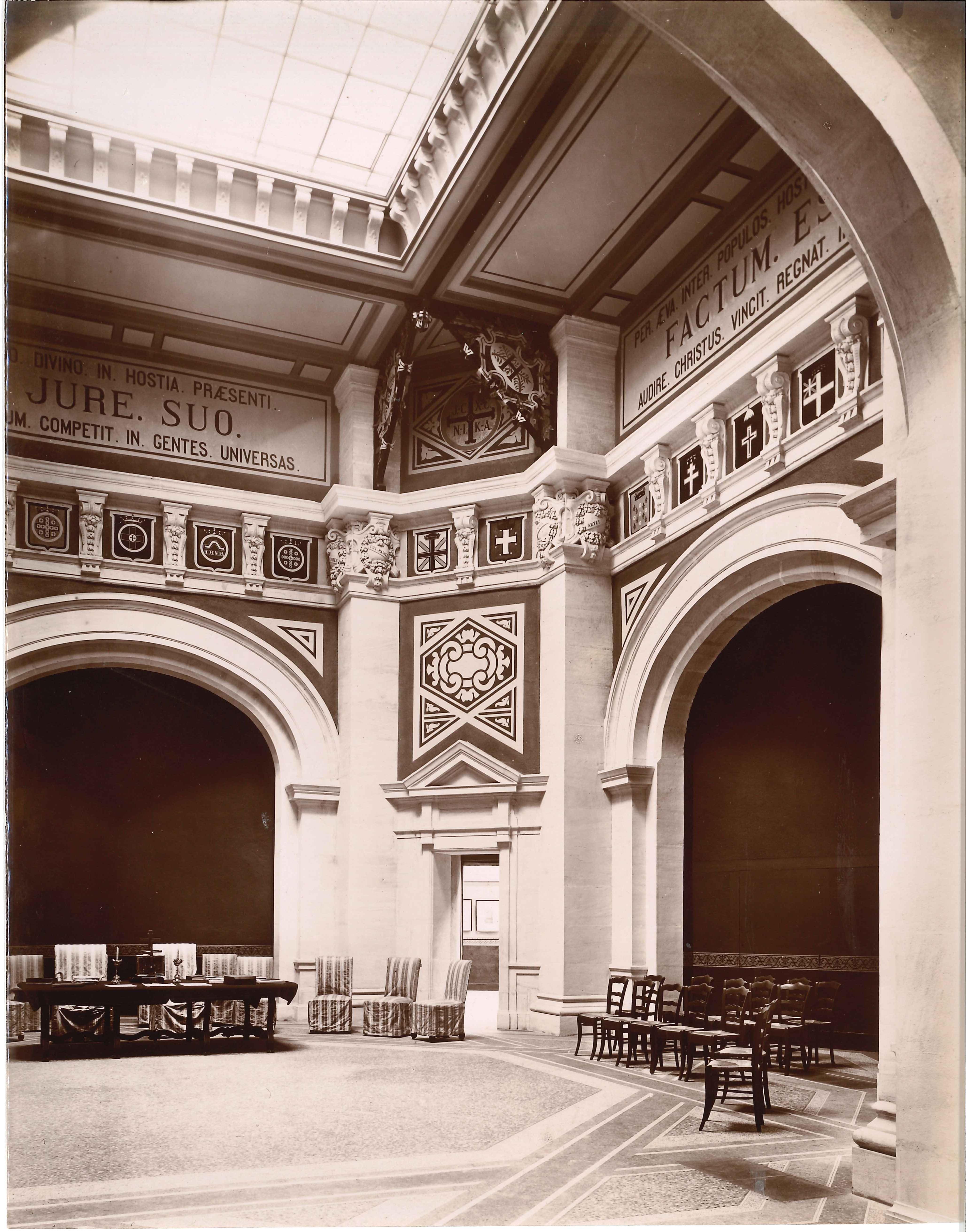 la salle centrale, lieu de réunion de la Société des Fastes, 19e s.